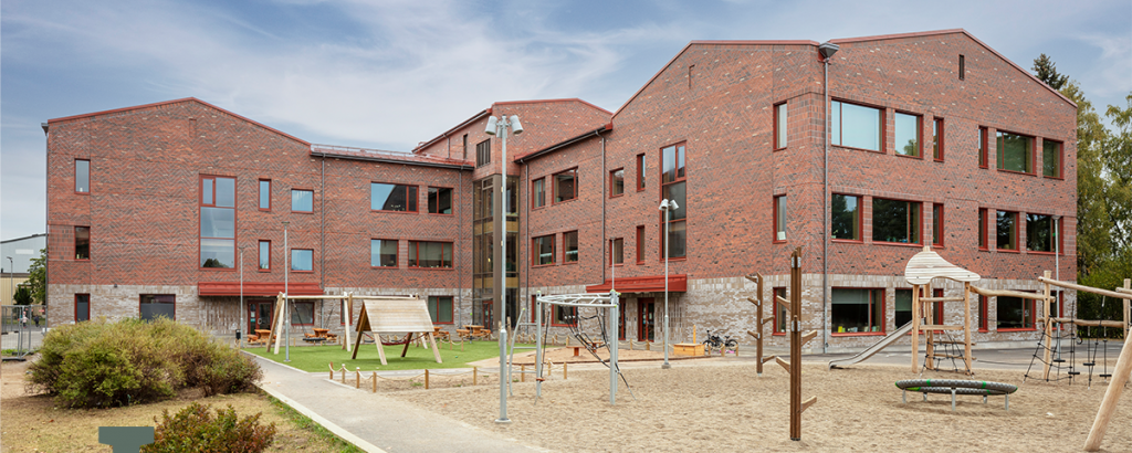 """Nyhet: Vallaskolan nominerad till """"Årets skol- och förskolebyggnad 2021 – rösta här!"""